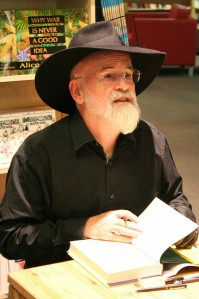 Terry_Pratchett_at_Powell's_2007-cropped
